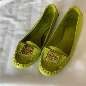 ✨Excellent Condition✨Tory Burch Lime Green Loafers